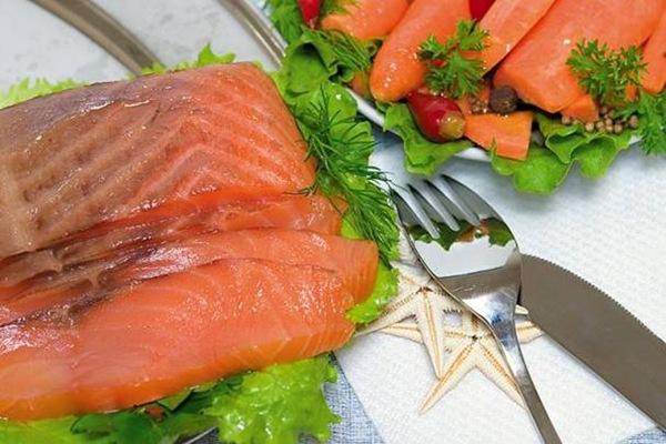 Продвинуться по карьерной лестнице поможет... жирная рыба