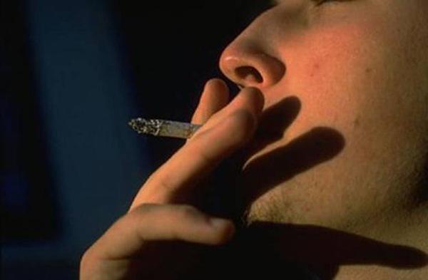 Курильщики плохо справляются с тревогой без сигарет