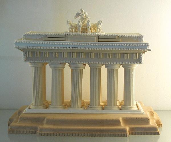 Сахарная копия Бранденбургских ворот