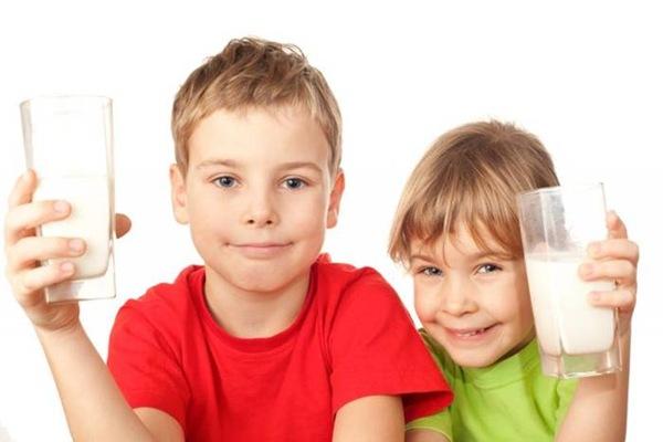 Канадские педиатры определили идеальную ежедневную норму молока