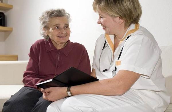 Для пожилых женщин диеты очень опасны