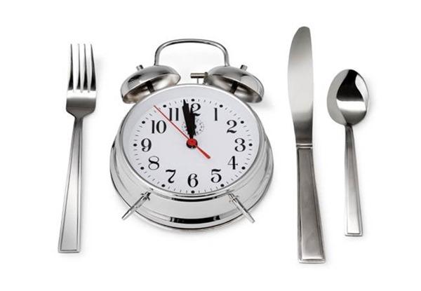 Ранние обеды помогают худеть