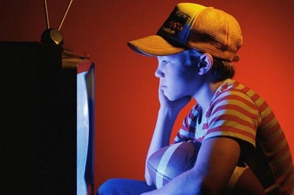 Долгое сидение перед телевизором вызывает правонарушения