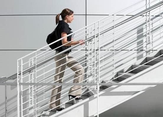 Правильный подъем по лестнице заменит фитнес-тренажеры