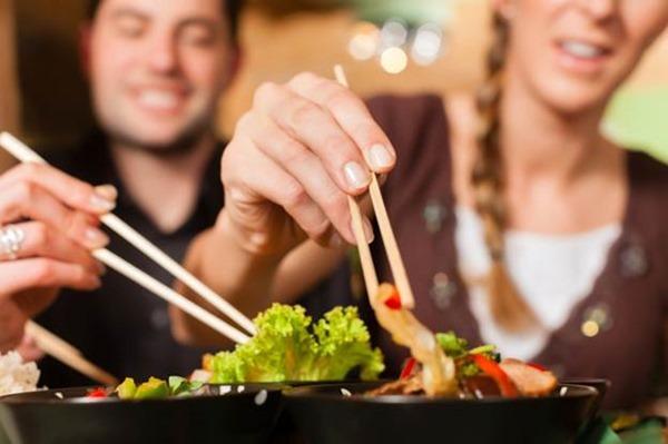 На выбор еды в ресторане влияет окружение