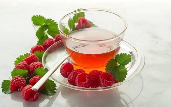 Чай с цветками липы и плодами малины