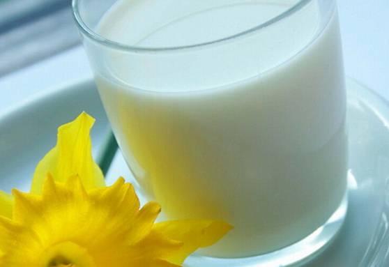 Молоко с минеральной водой