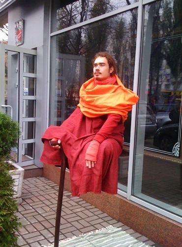 Левитирующий йогин стал рекламным ходом для ресторана