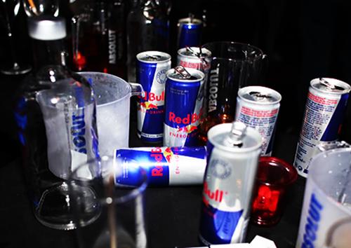 Каждый пятый подросток Канады смешивает алкоголь с энергетиком